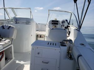 21' Polar Outboard Boat 2100DC helm