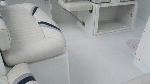 21' Polar Outboard Boat 2100DC deck